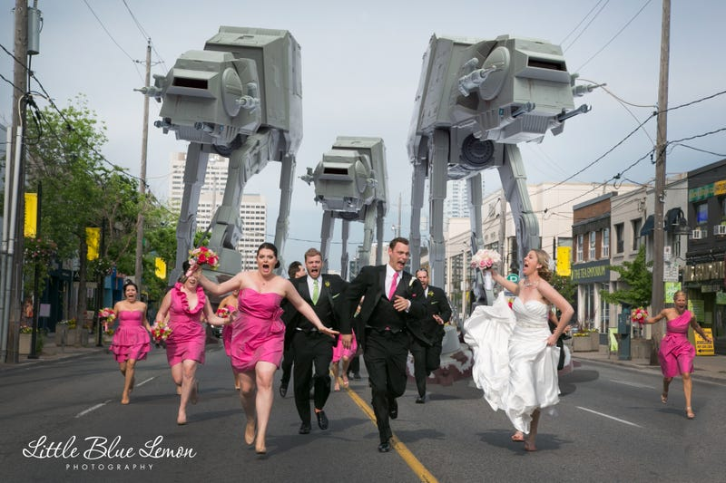 Illustration for article titled World's Greatest Wedding Photo NOW WITH STAR WARS