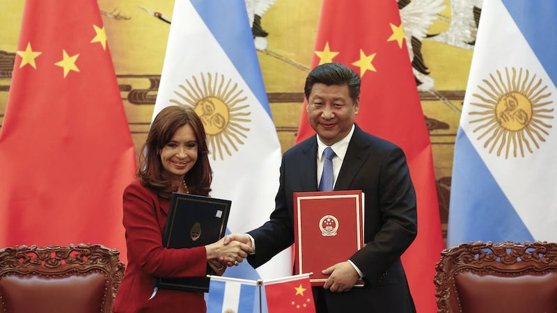 Illustration for article titled Argentine President Mocks Chinese Accents While on Trip to China