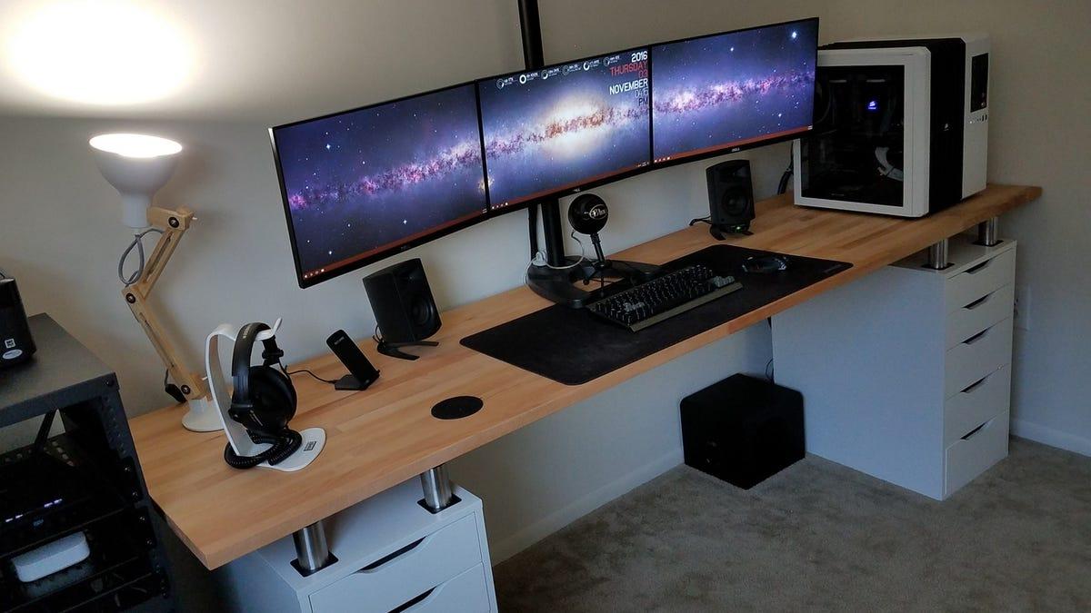 Must see 3 Monitor Bekant Desk - v8ujh8lexralmqof7olt  Collection_917052.jpg