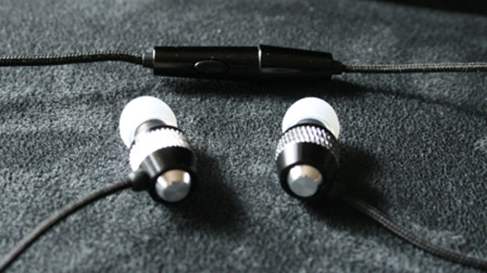 noise-cancelling earbuds for sleep - Lightning Round: V-Moda Vibe Duo (With iPhone Call Button)