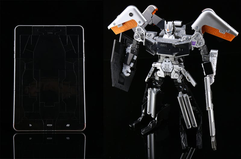Illustration for article titled Hasbro's Comic-Con Exclusive Soundwave Transforms Into A Tablet