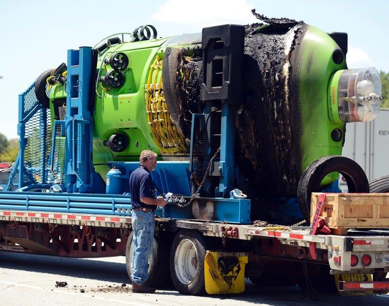 Illustration for article titled James Cameron's Deepsea Challenger Damaged In Transit