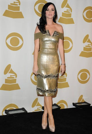 Illustration for article titled Katy Perry Does Her Best Impersonation Of A Statue