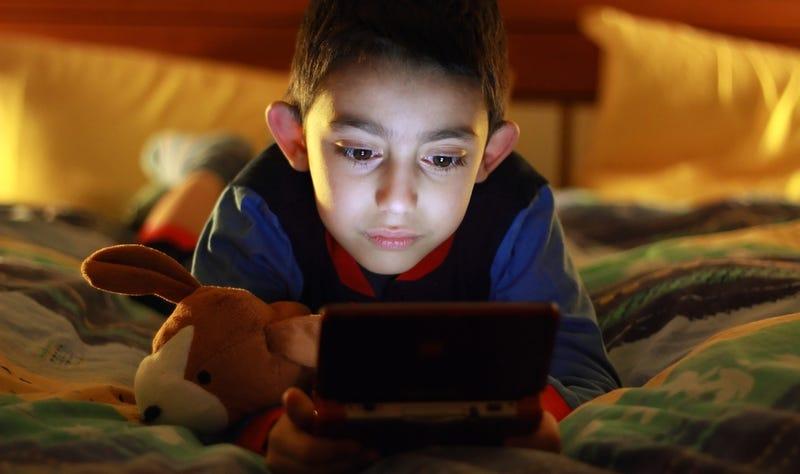 Illustration for article titled Jugar menos de 1 hora/día a videojuegos puede beneficiar a los niños