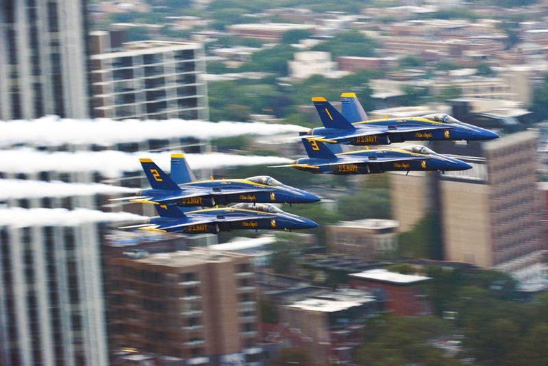 Illustration for article titled Watch And Hear The Blue Angels Thread Between High-Rises In Chicago