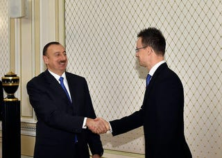 Illustration for article titled Ilham Aliyev azeri köztársasági elnök fogadta Szijjártó Péter minisztert
