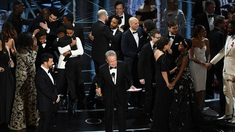 Illustration for article titled Missed Our Oscars Live-Tweeting? Here Are The 10 Tweets That Sum The Night Up Perfectly