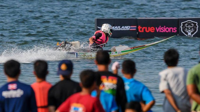 Illustration for article titled Eat your heart out American Stock Mod & Pro drivers - Thailand racers hit the water this weekend.
