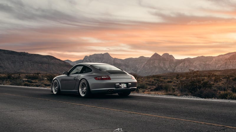 Illustration for article titled Your Ridiculously Awesome Porsche 997 Carrera S Wallpaper Is Here