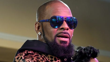 We Listened to R  Kelly's New 19-Minute Song, 'I Admit,' So You Don