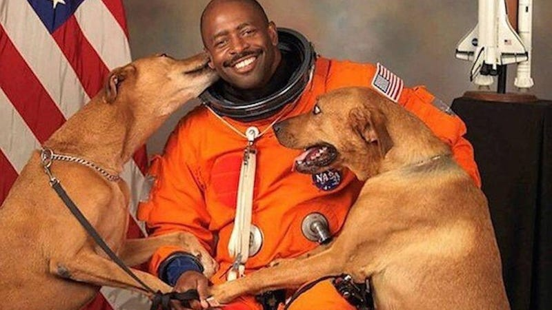 the story behind this astronauts viral photo is even cu