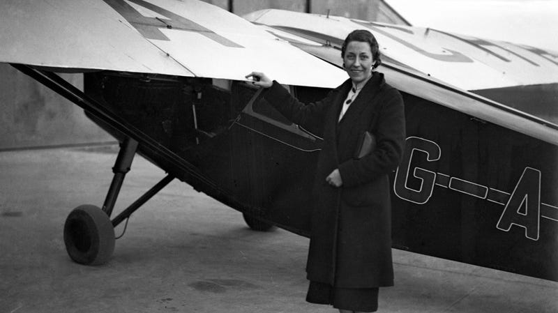 Illustration for article titled One Of Britain's Most Accomplished Female Pilots Worked For The RAF And Raced Cars On The Side