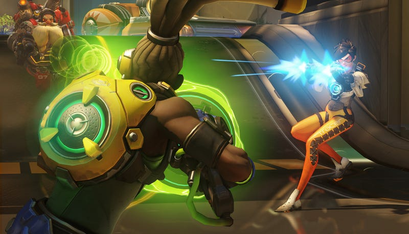 Illustration for article titled Overwatch Player Uses Actual Turntable To Control Lucio