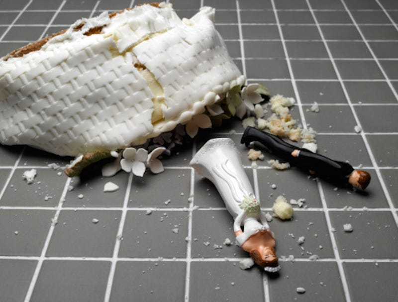 Illustration for article titled Tell Us About Your Wedding Cake Disasters