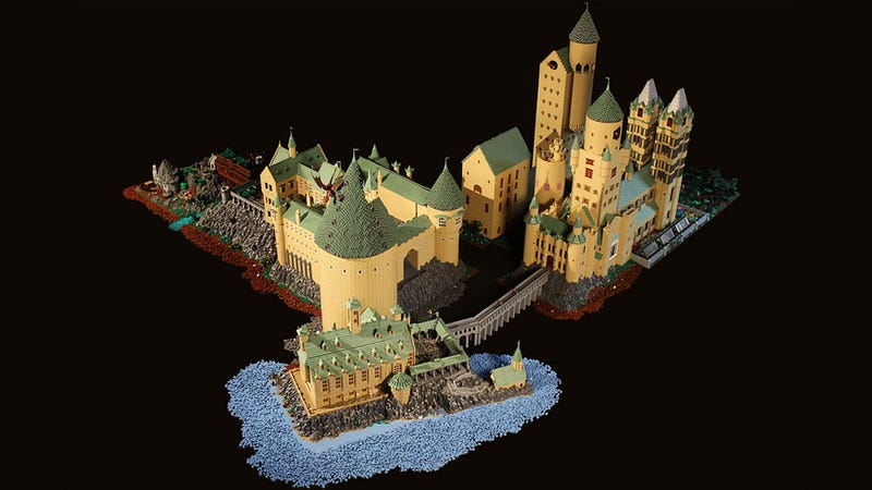 Illustration for article titled Hogwarts Comes To Life In This Incredible 400,000-Brick LEGO Diorama