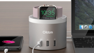 Estación de carga Oittm | $22 | Amazon | Usa el código 4TFESWE4