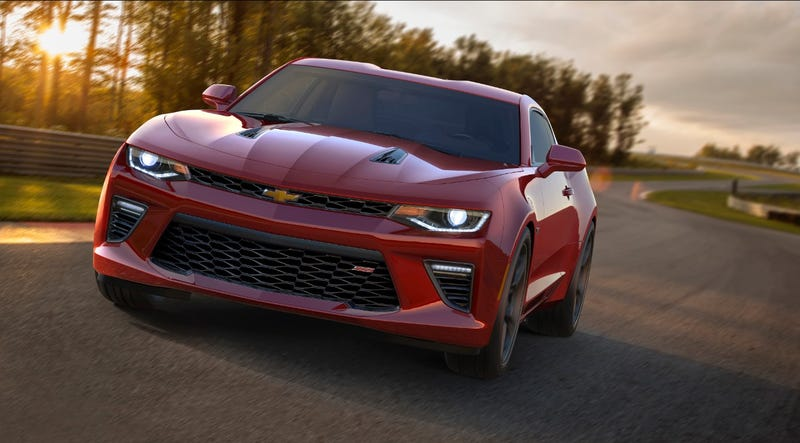Illustration for article titled 2016 Chevrolet Camaro: 455 V8 Horses Of High-Tech American Muscle