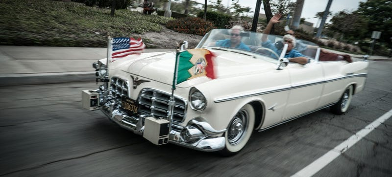 Illustration for article titled Los Angeles Still Uses This Awesome 1952 Chrysler As A Parade Car