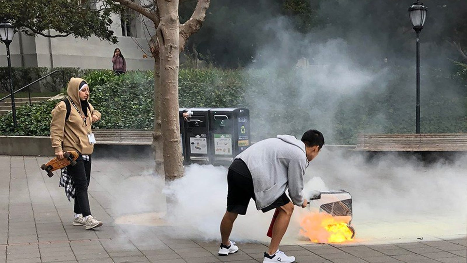 Un robot mensajero se enciende en llamas de manera espontánea mientras hacía una entrega en Estados Unidos