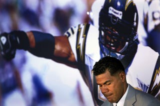 Illustration for article titled Junior Seau's Family Rejects Concussion Settlement With NFL