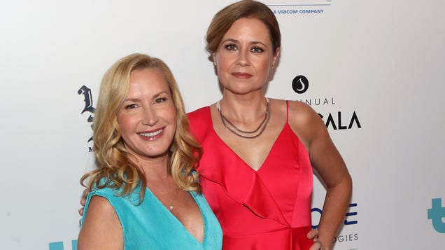 Listen to the first episode of Jenna Fischer and Angela Kinsey's Office Ladies podcast