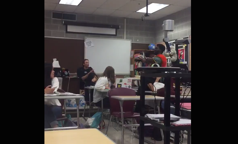 A black student confronts a white teacher about the use of the n-word. (@ellienick2 via Twitter)