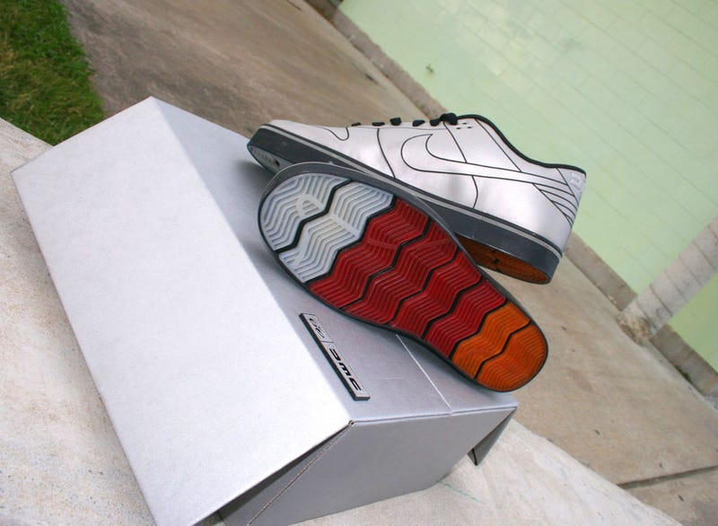 Illustration for article titled 2010 DeLorean Nike Dunk 6.0: First Sprint