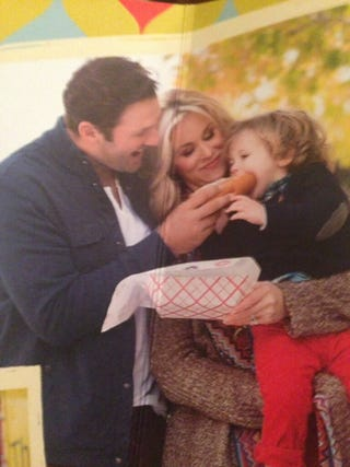 Illustration for article titled Tony Romo's Christmas Card Allows For Endless Cheap Jokes
