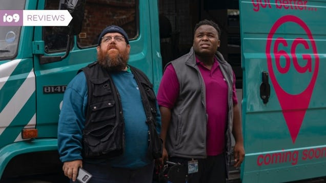 Nick Frost and Simon Pegg s Goofy, Ghostly Truth Seekers Is Well Worth a Binge