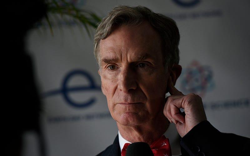 """Illustration for article titled """"Con todos mis respetos, ¿estáis drogados?"""": Bill Nye explica por qué nunca colonizaremos Marte"""
