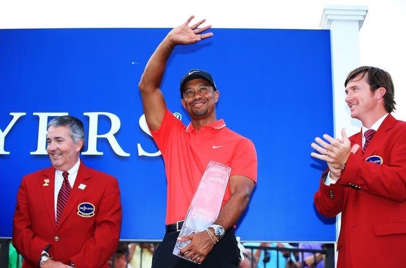 Illustration for article titled Tiger Woods Wins Players Championship, Still Can't Celebrate Properly