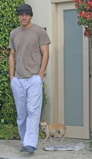 Illustration for article titled Ryan Reynolds Steps Out In Sleepwear