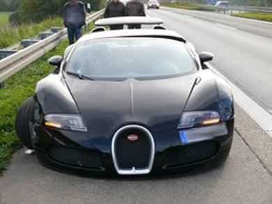 $2.3m bugatti veyron crashes, causes $550k in damage