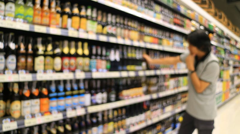 Illustration for article titled 5 tips for choosing better beer at the grocery store