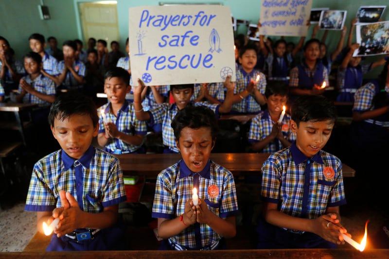 Illustration for article titled Final feliz: rescatan con vida a los 12 niños atrapados en la cueva de Tailandia en una operación épica