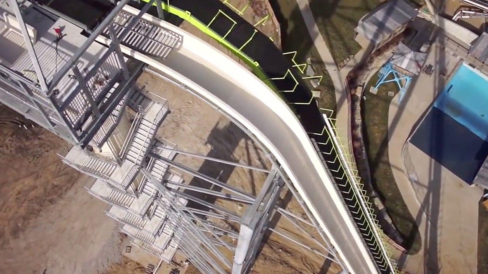 Siente el vértigo con este vídeo desde el tobogán de agua más alto