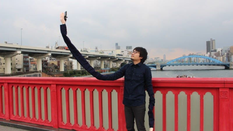 "Illustration for article titled Embarrassed By Selfie Sticks, Man Creates a ""Selfie Arm"""