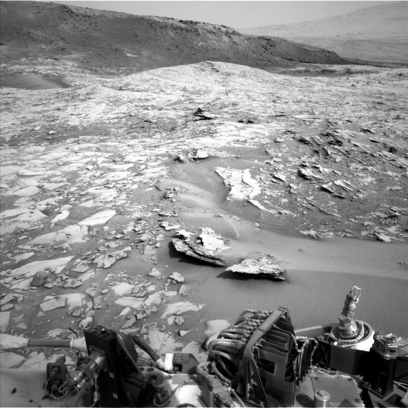 Illustration for article titled Here Are Photos Taken on Mars Just This Afternoon