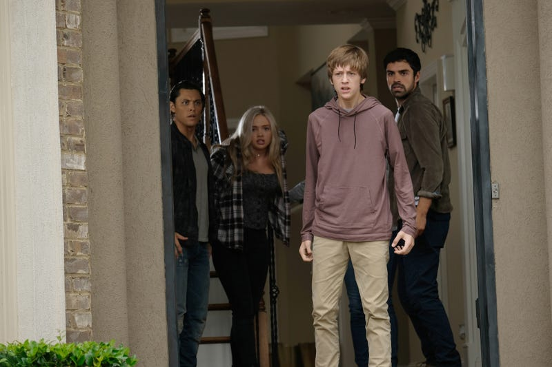 Blair Redford, Natalie Alyn Lind, Percy Hynes White, and Sean Teale star in The Gifted (Photo: Eliza Morse/Fox)