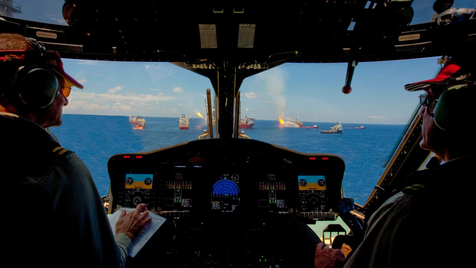 BP Photoshops Another Official Image Terribly - Airline captain takes amazing photos from his cockpit and no theyre not photoshopped