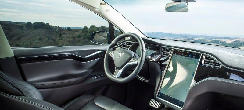 Illustration for article titled Art Dealer Claims Autopilot Was On In High Speed Tesla Model X Rollover Crash