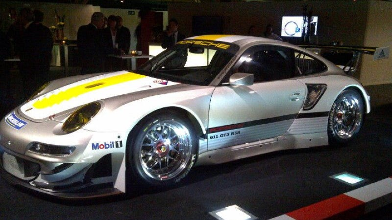 Illustration for article titled This is the new Porsche 911 GT3 RSR for 2012