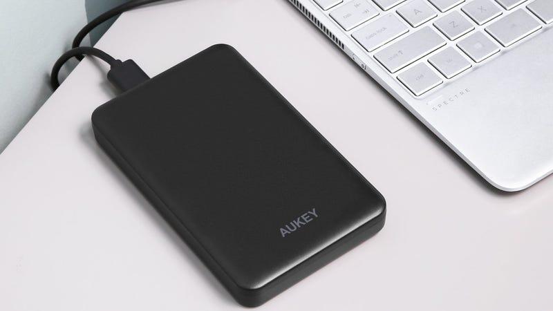 Carcasa Aukey 2.5'' HDD/SSD | $9 | Amazon | Usa el código XMASAK23Foto: Amazon