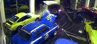 Illustration for article titled Land Rover Battering Ram Drags Out Vintage Ford Escort In Brazen Heist