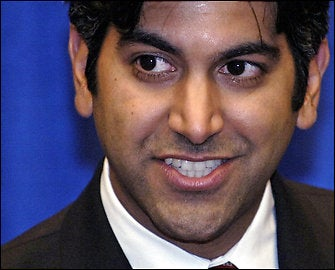 Illustration for article titled Aneesh Chopra Visits CES, Gets a Slap on the Wrist