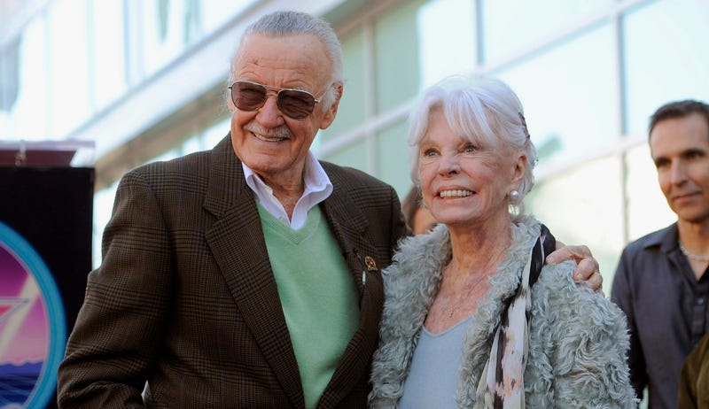 Joan y Stan Lee. AP