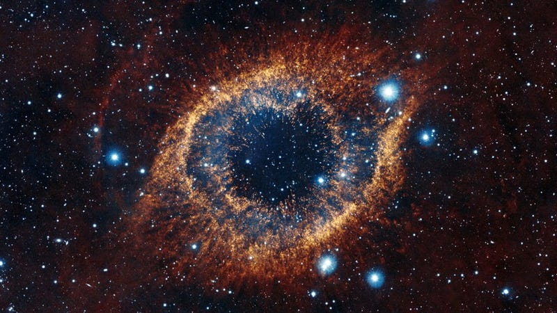 Illustration for article titled The Helix Nebula reveals the breathtaking birth of a white dwarf