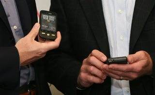 Illustration for article titled Verizon's HTC and Motorola Android Phones Caught Red Handed