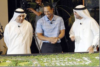 Illustration for article titled Tiger Woods Is Having A Great Time In Dubai