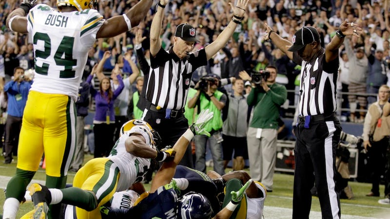 Illustration for article titled Replacement Ref Who Blew Packers-Seahawks Was Mostly Concerned With Looking Decisive